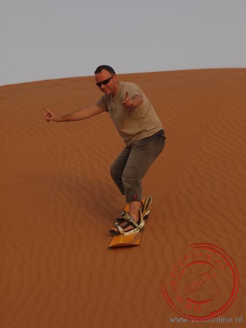 Sandboarden in de Wahiba Woestijn