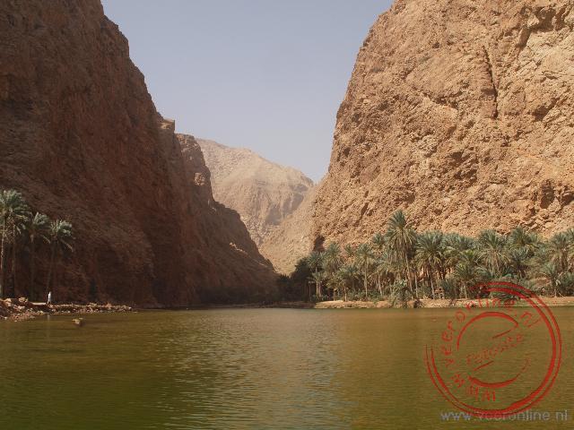 De ingang van de Wadi Shab bij het plaatsje Tiwi