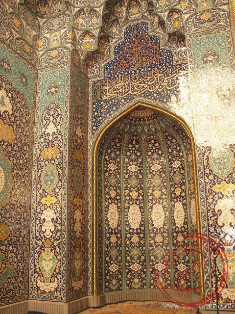 De mooie mihrab iin de Sultan Qaboos Grand Moskee