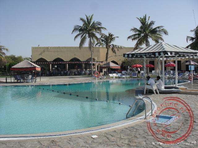 Het zwembad van het beachresort Al Sawadi in Oman