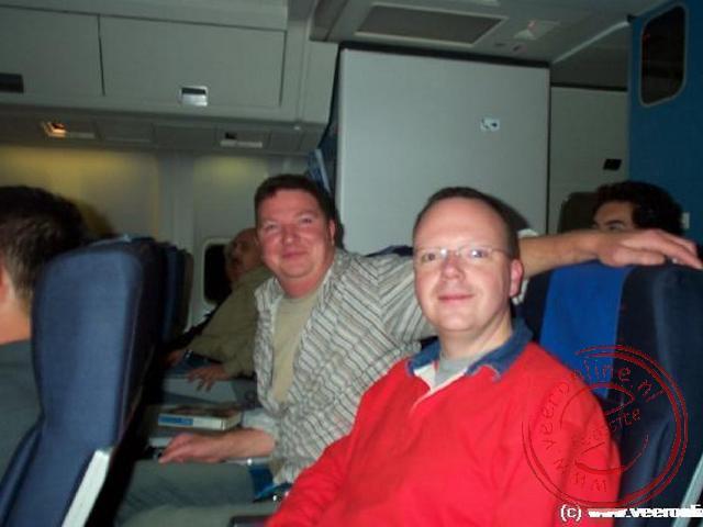 Geert en Ronald in het vliegtuig op weg naar Cairo