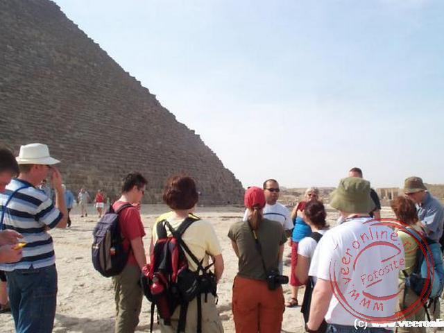 Mohammed geeft uitleg over de piramiden