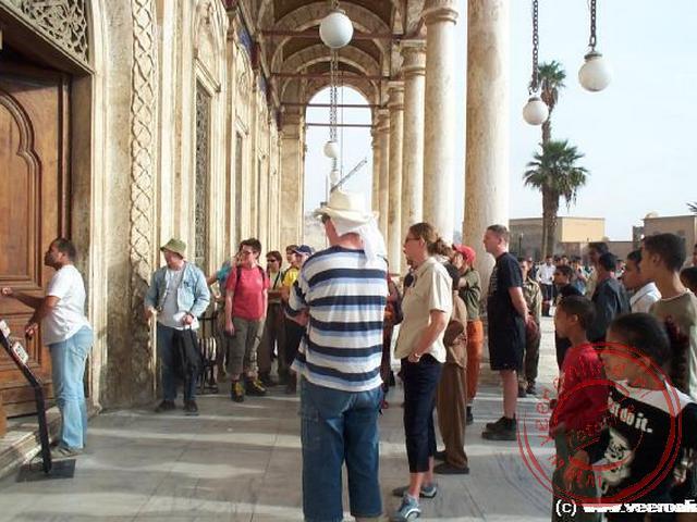 Mohammed probeert toegang te krijgen voor onze groep in de Mohammed Ali Moskee in de Citadel in Cairo