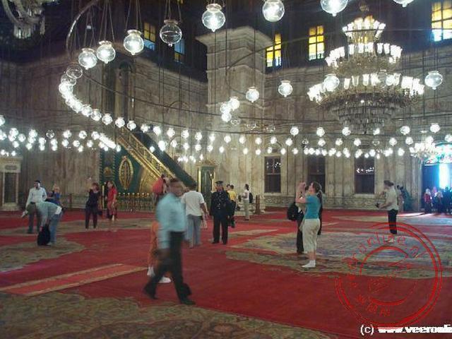 Het interieur van de Mohammed Ali Moskee