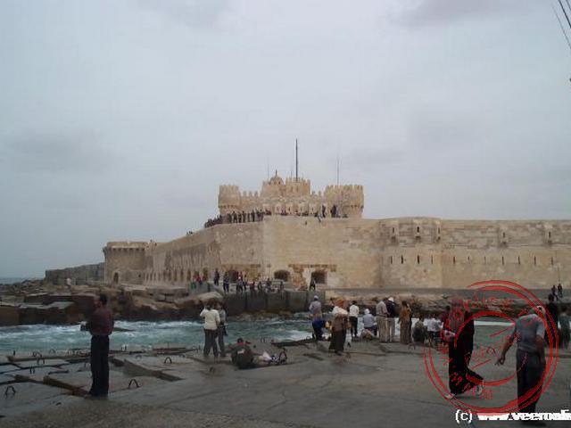 Het uit 1485 daterende Fort Qaitbey in de haven van Alexandrië