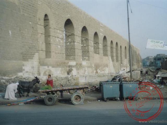 Het oude aquaduct uit de 14de eeuw, waarmee water van de Nijl naar de Citadel geleid werd.