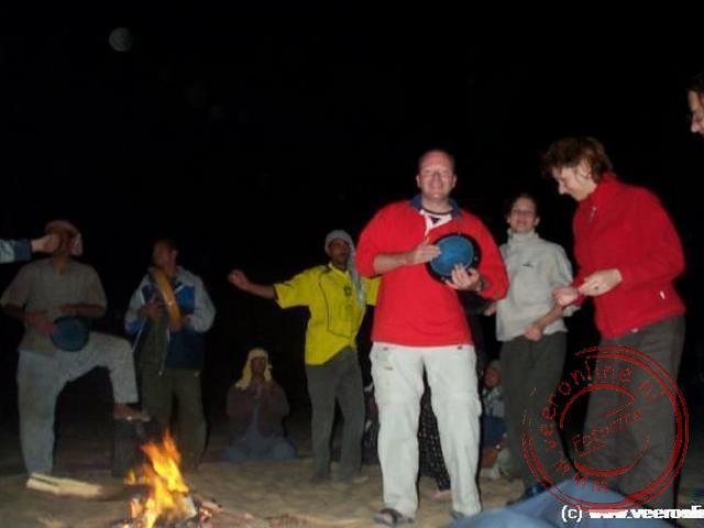 Tijdens het kampvuur werd er gedanst, gezongen en muziek gemaakt