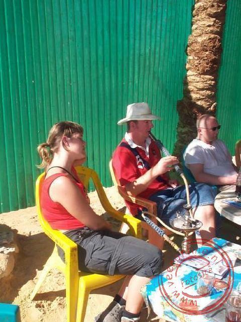 Geert aan de waterpijp in Farafra