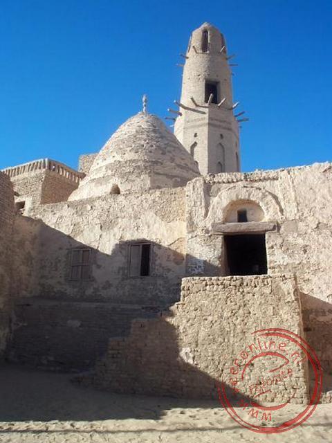 De middeleeuwse moskee van Al-Qasr