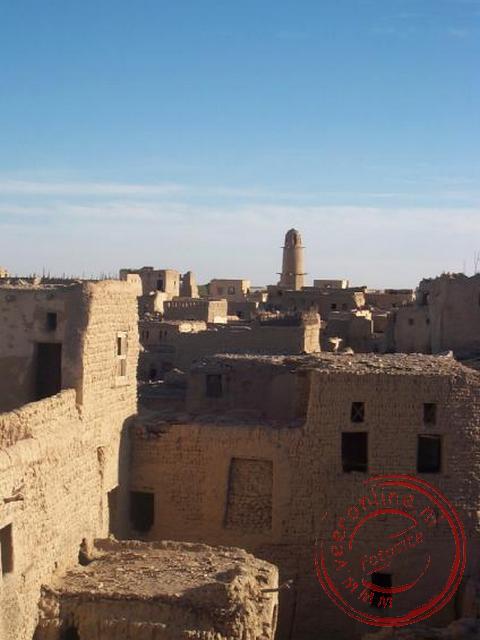 Het uitzicht vanaf het dak van de madrassa (school) over Al-Qasr