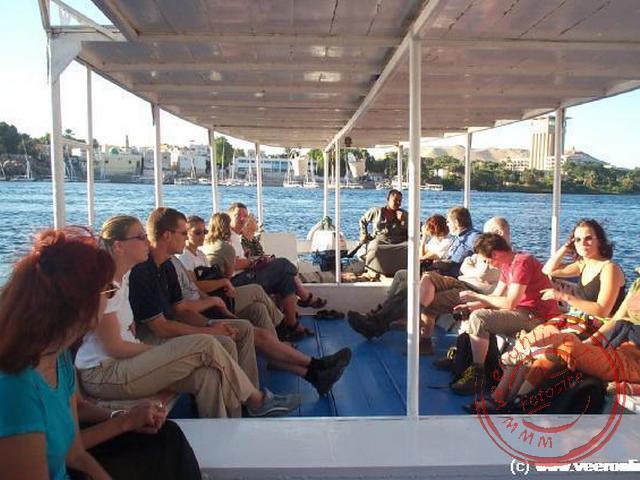 Met de boot varen we over de Nijl