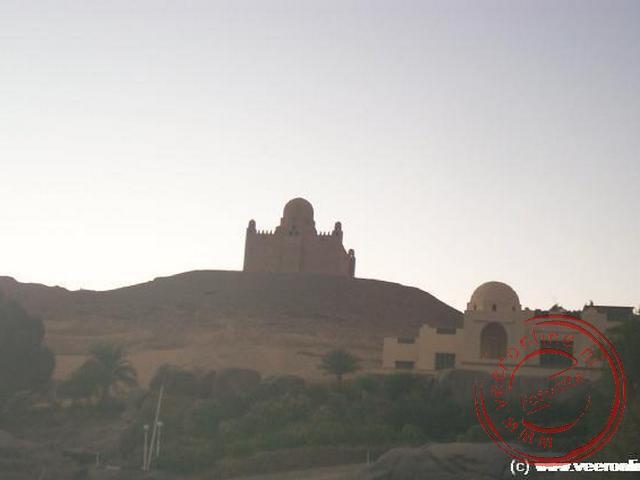 Het mausoleum van Aga Khan langs de oevers van de Nijl