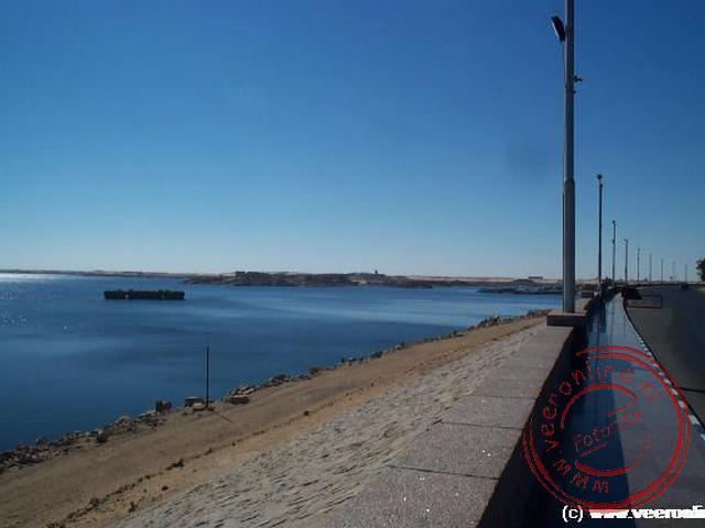 Net ten zuiden van Aswan is de high dam gebouwd om het water niveau in de Nijl te kunnen regelen. Hierdoor is het Nasser meer ontstaan
