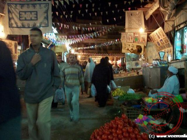 De soek, markt, s avonds