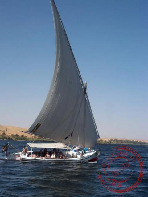 De andere boot varende op de Nijl