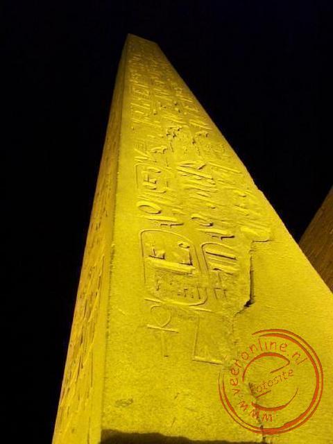 De 25 meter hoge Obelisk voor de tempel van Luxor. De tweede obelisk staat nu op het Place de la Concorde in Parijs en werd begin 19de eeuw kado gedaa