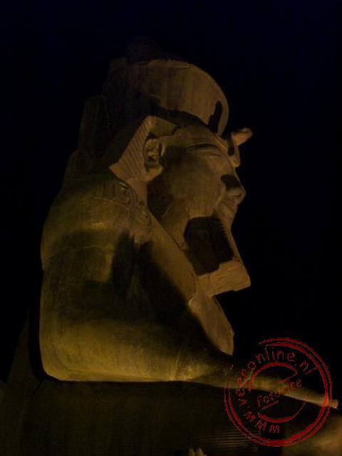 Het beeld van Ramses II in de tempel of Luxor