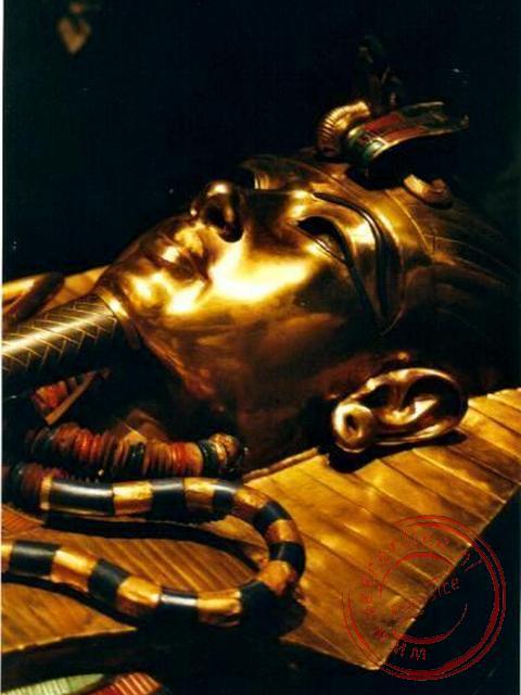 Het vergulde masker van de jonge farao Toetanchamon in het Egyptisch museum (foto: Rene en Jacqueline)