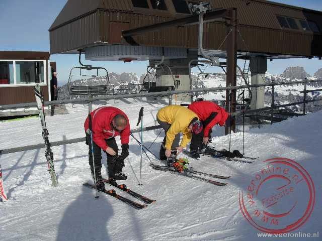 Ron, Raymond en Alex maken zich klaar om te gaan skieen op de Chrüz