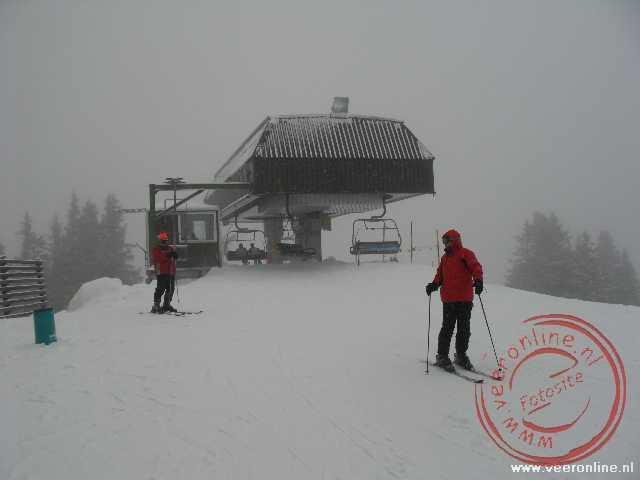 De skilift Chrüz in de sneeuw