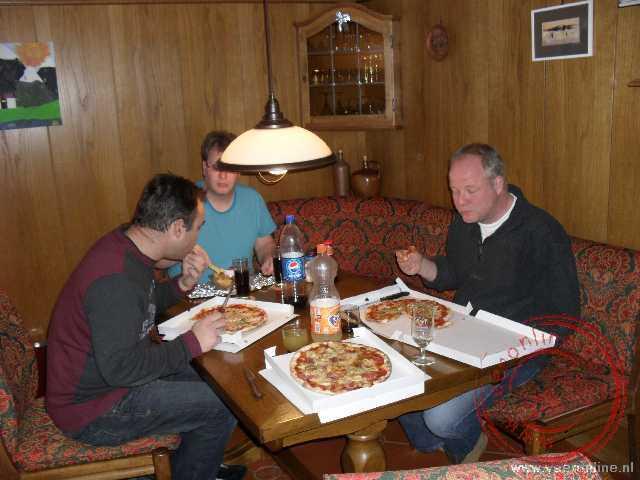 Lekker pizza eten in het appartement in Flums Tannenboden