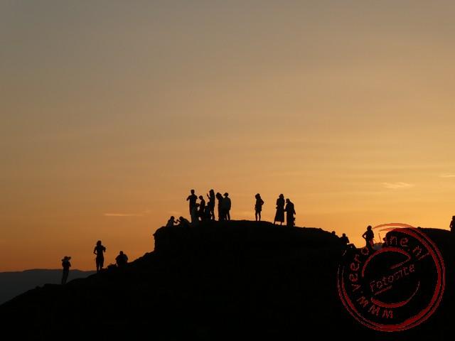 De zon gaat onder in Meteora