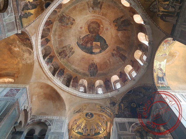 De prachtig gedecoreerde Mariakerk van Osios Loukas