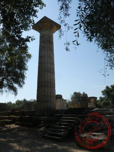 De pilaar geeft de omvang van de tempel van Zeus in Olympia weer