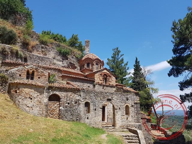 Het deel uit de rotsen gehouwen Perivieptos klooster