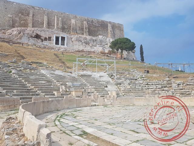 De restanten van het oude theater in Athene