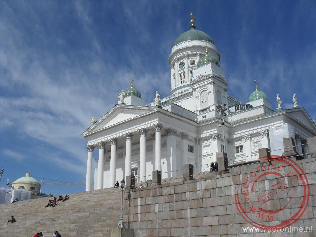 De Domkerk van Helsiki uit 1852 steekt hoog boven de stad uit
