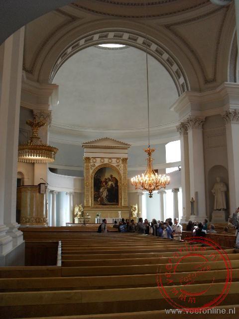Het redelijk sobere interieur van de Domkerk van Helsinki