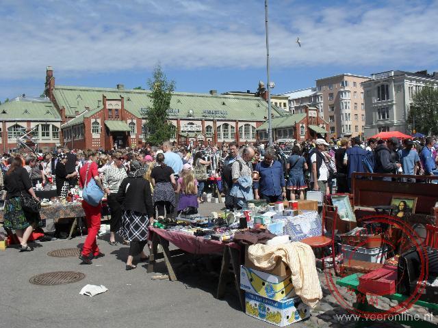 Koopjesmarkt voor de Jugendstill Hietalahdentori markthal