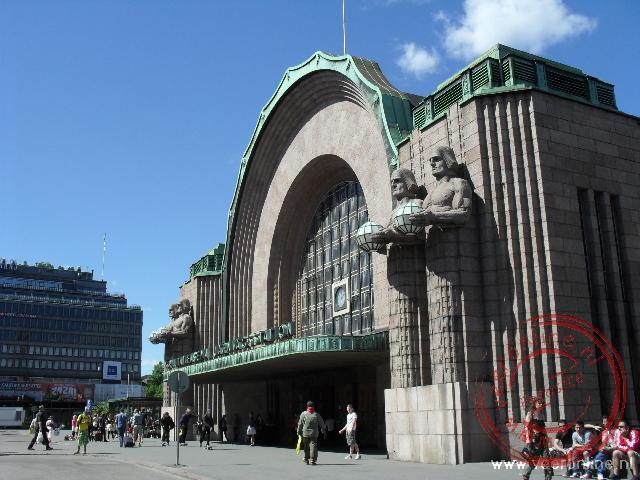 Het prominent aanwezige stationgebouw