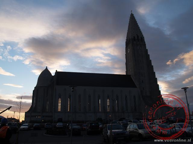 De Hallgrímskirkja in het centrum van Reykjavik