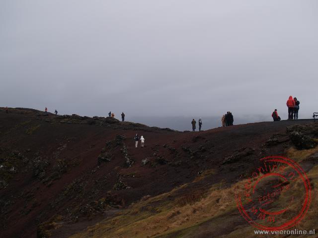 Een wandeling over de rand van de Karid Krater