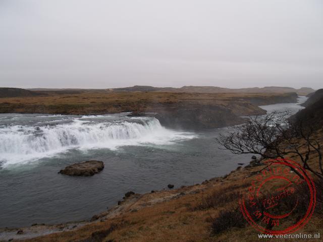 Een prachtige waterval op IJsland