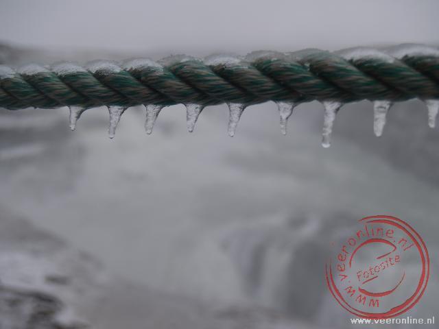 IJspegels bij de Gullfoss watervallen