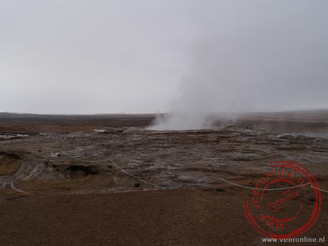 De geiser Geysir spoot vroeger ruim 60 meter de lucht in. Tegenwoordig heeft de naamgever van de Geisers geen activiteiten meer.