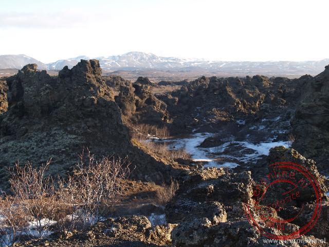 De uitgestrekte lavavelden bij Mývatn worden Dimmuborgir genoemd (donkere burchten)