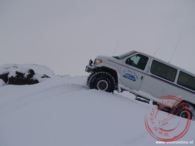 De Super Jeep kan elke heuvel nemen