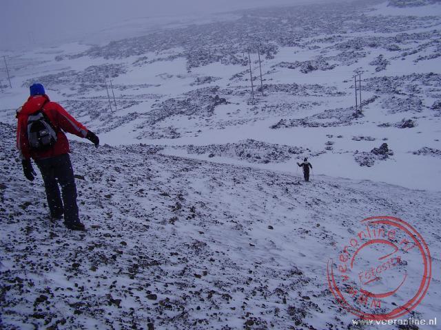 Een ijzige en steile afdaling tijdens de sneeuwwandeling