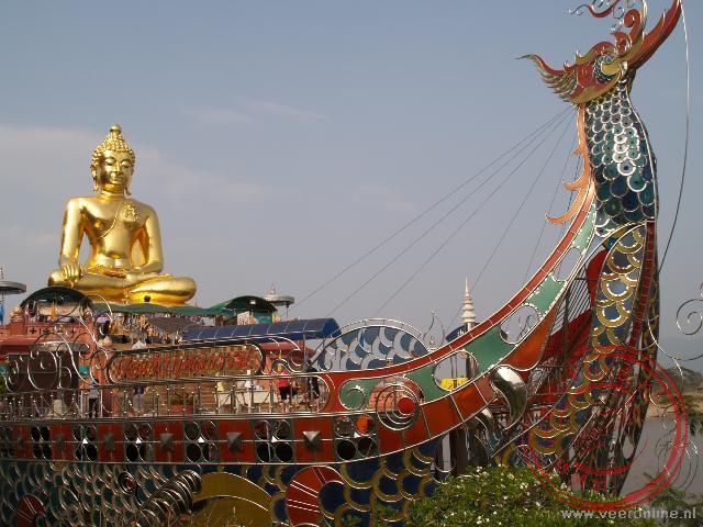 Het toerisme rond de Gouden Driehoek neemt pretpark achtige vormen aan