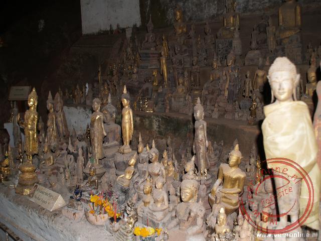 De verzameling Boaddhabeelden in de grotten van Pak Ou