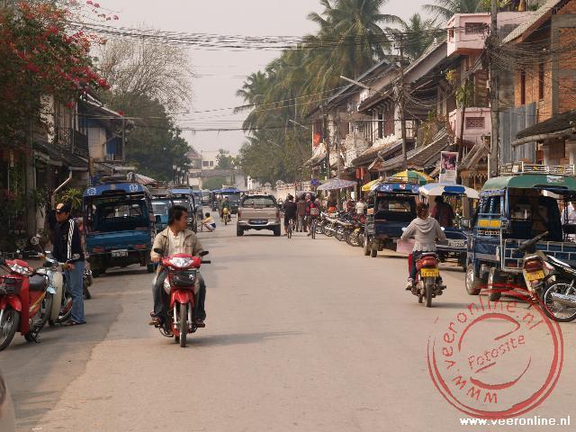 De Hoofdstraat in het centrum van Luang Prabang