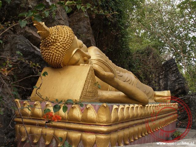 De liggende Boeddha op de heilige Phu Si heuvel