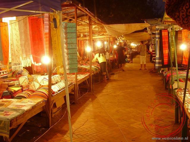De kraampjes van de night market