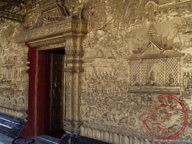 De vergulde versiering van de Wat Mai