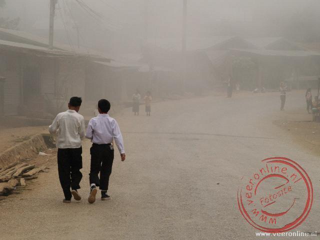 Onderweg stoppen we in het dorpje Kiokacham. De mist maakt het extra bijzonder