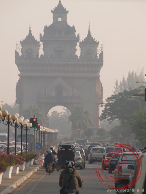 De Patuxai of overwinningspoort in Vientiane